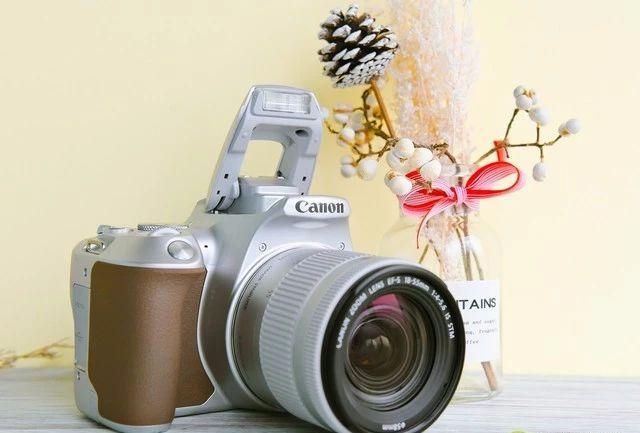 佳能单反200D MarkII相机,小巧也能如此强大